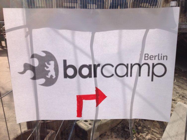 Hier gehts zum Barcamp Berlin. Dank der vielen Helfer haben alle ihren Weg gefunden. (Foto: Insa Künkel)